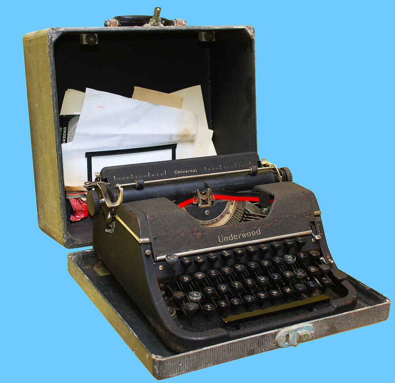 1024px-Typewriter_Underwood_1945