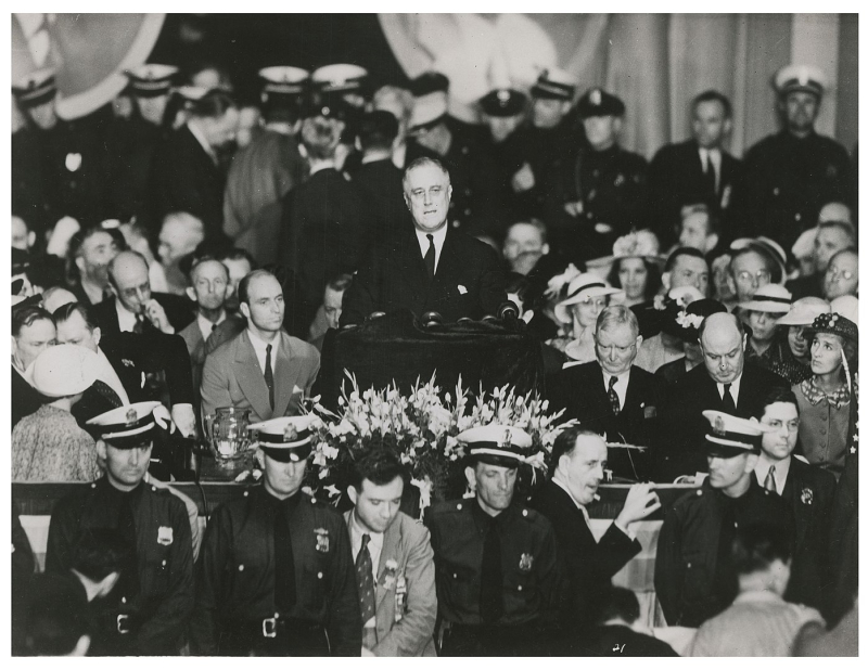 1397px-FDR_accepts_the_nomination_for_the_Presidency_in_speech_at_Franklin_Field _Philadelphia _PA._June_27 _1936