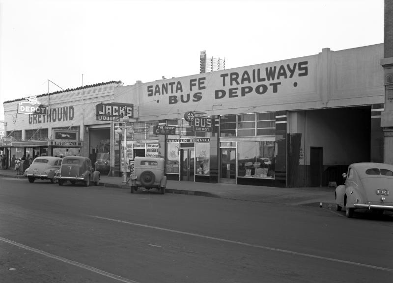 Greyhound_Santa_Fe_Trailways_Bus_Depot_29_E_Jefferson_1944