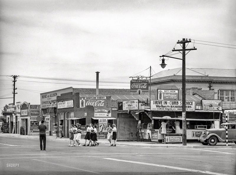 Seventh St and Van Buren SE corner 1940