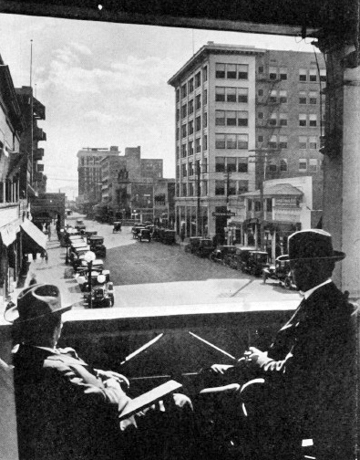 Central_Monroe_looking_south_Hotel_Del_Rey_two_guys_1924