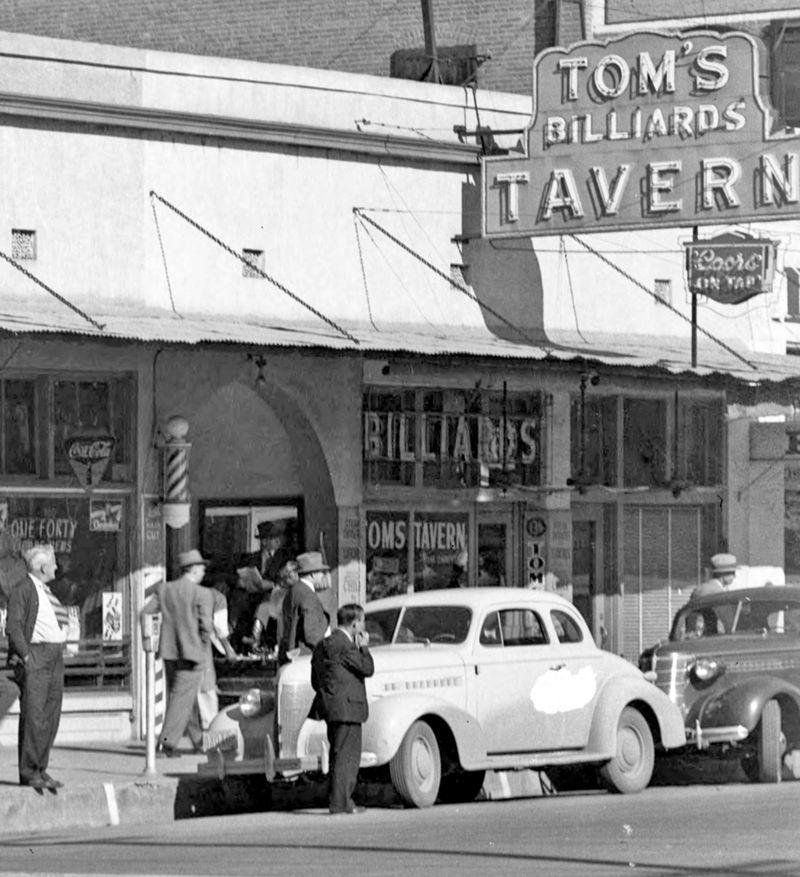 Toms_Tavern_1st_Ave_Adams_1940s