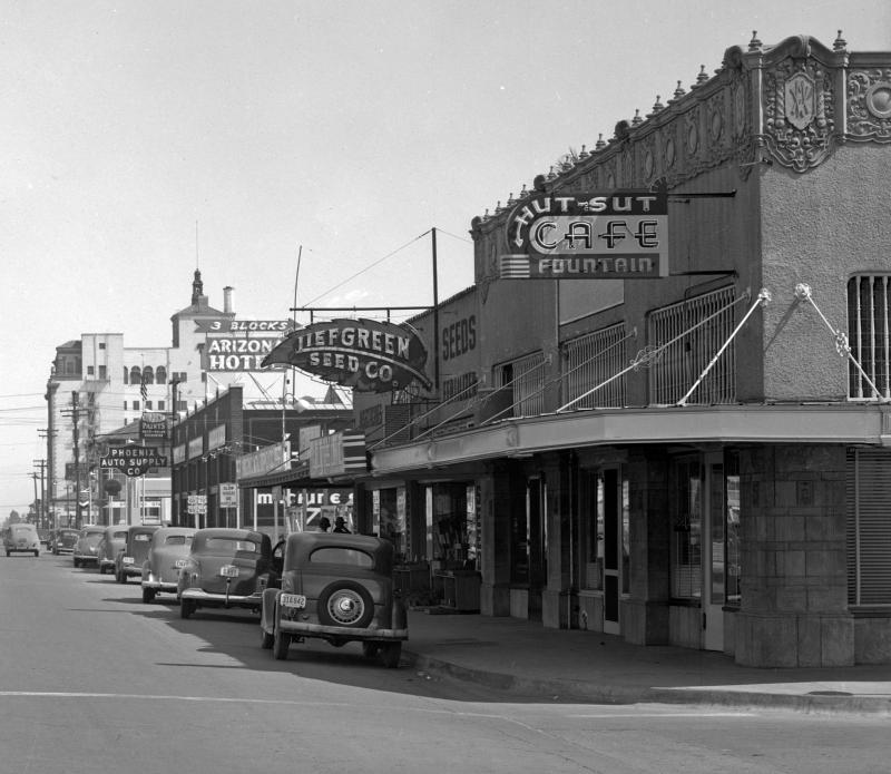 Van_Buren_4th_Ave_looking_East_Hut_Sut_Cafe_1940s