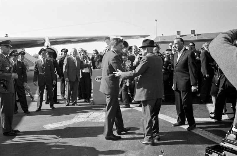 President_John_F_Kennedy_Senator_Carl_Hayden_welcome_Sky_Harbor_Airport_1961(1)