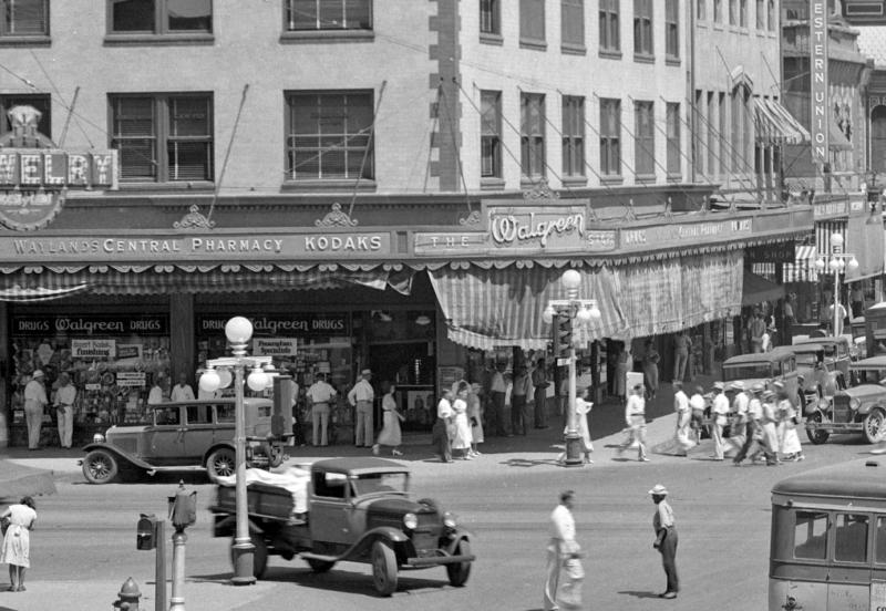 Waylands_Central_Pharmacy_Walgreen_northwest_corner_Central_Washington_1931(1)