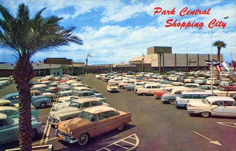 Park_Central_Shopping_City_parking_lot_1950s