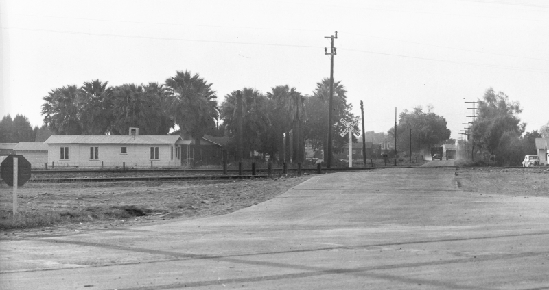 Looking_west_Indian_School_Rd_from_Grand_railroad_tracks_1940s(1)