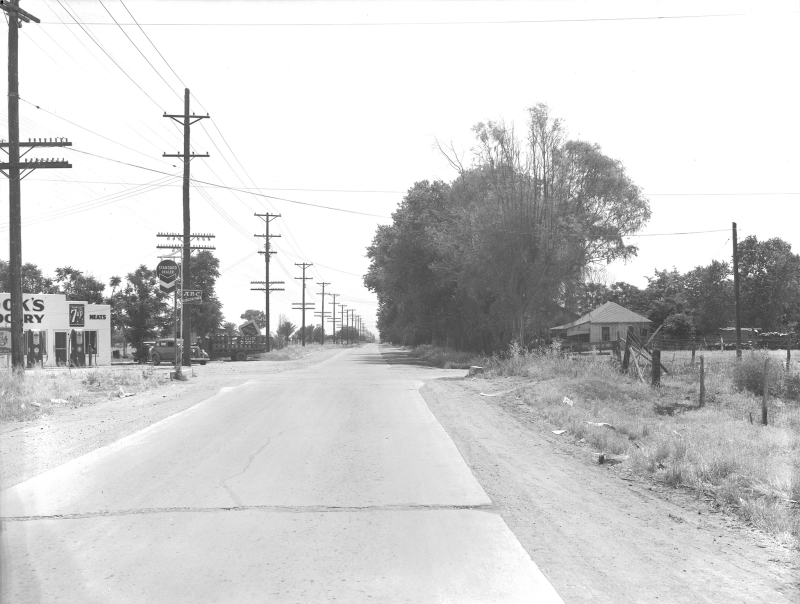 Cooks_Grocery_27th_Ave_McDowell_wide_view_1940s(1)