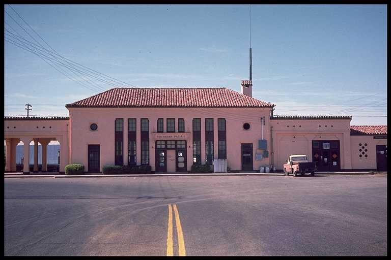Mesa depot