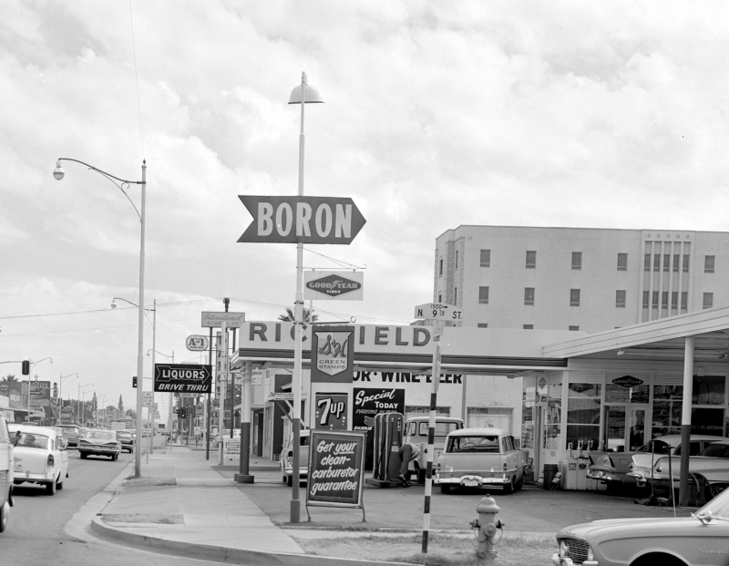 Richfield_Service_Station_McDowell_9th_St_1960s(1)