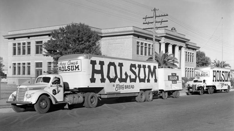 Holsum_trucks_Adams_School_800_W_Adams