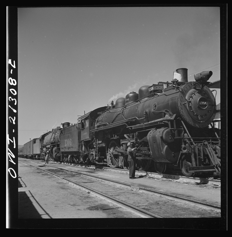 Eastbound ATSF freight at Kingman 1943