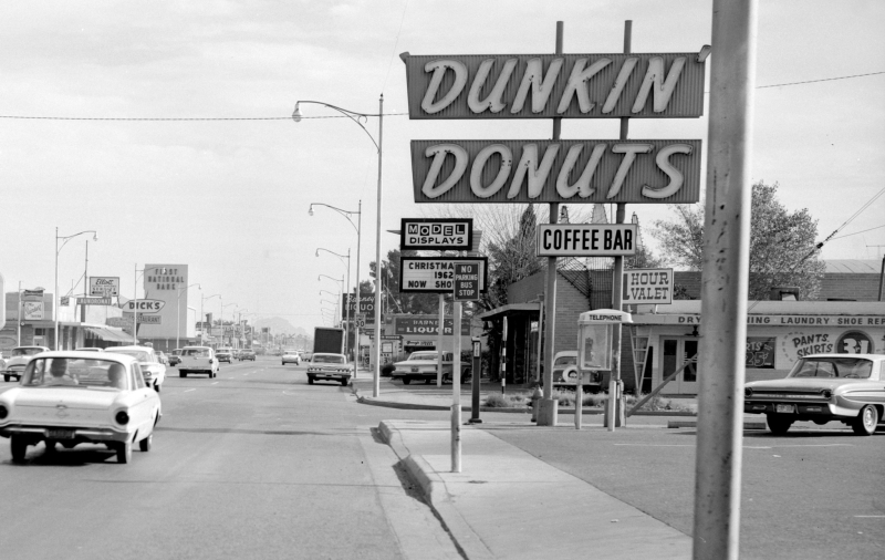 McDowell_14th_St_Dunkin_Donuts_Christmas_1962(1)