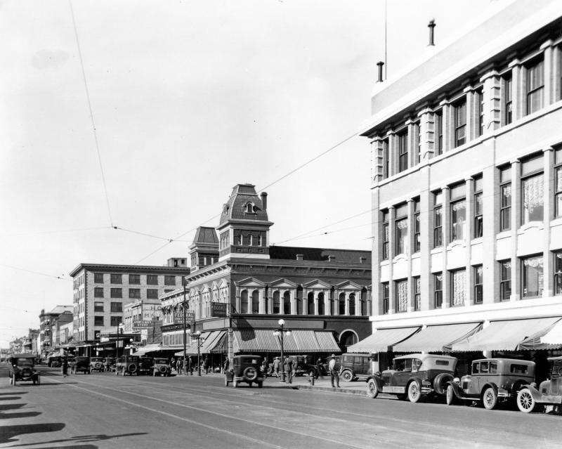 Washington_looking_west_towards_1st_St_1928
