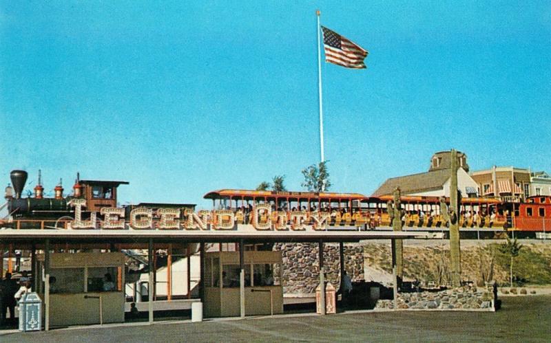 Legend_City_Main_Entrance_1960s(1)