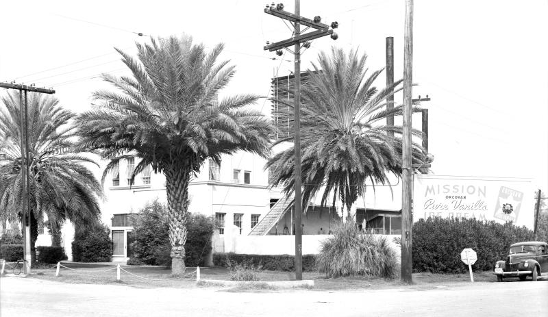 Mission_Dairy_northwest_corner_27th_Ave_Camelback_1940s_SHR