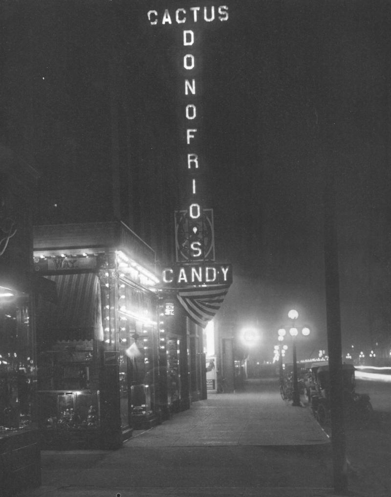Donofrios_Ellingson_Washington_Cactus_Way_night_1915