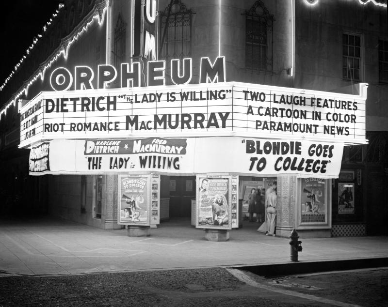 Orpheum_Theater_night_1942