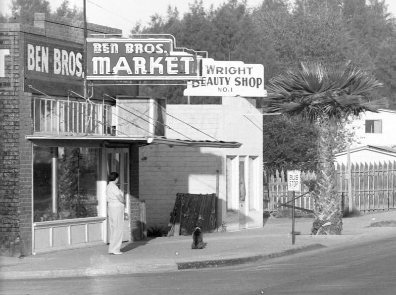 Ben_Brothers_Market_17th_St_Van_Buren_1940s