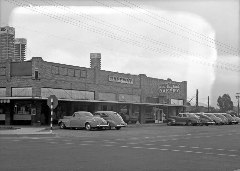 Safeway_New_England_Bakery_538_W_McDowell_1940s