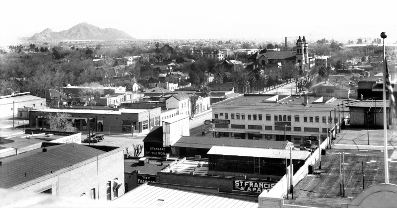 Looking_northeast_towards_Camelback_Mountain_over_1st_St_Monroe_1914(1)