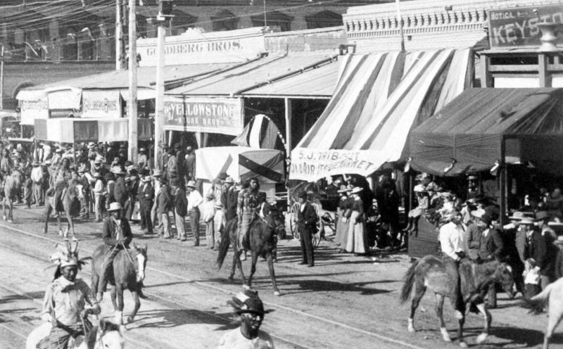 Washington_1st_St_Goldberg_Bros_parade_Indian_and_Cowboy_Carnival_1903