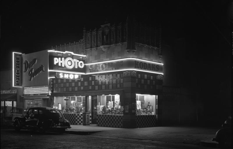 Photo_Shop_Central_between_Van_Buren_Monroe_1940s