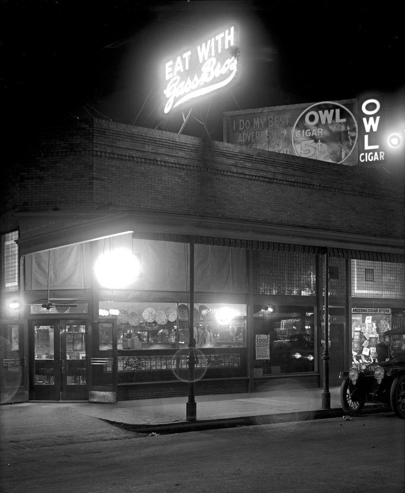 WW2Gass_Bros_Chop_House_21_N_Central_night_1940s